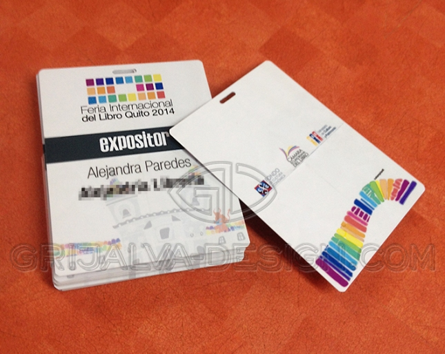 Impresión Full Color, perforación para cordel, datos individuales.